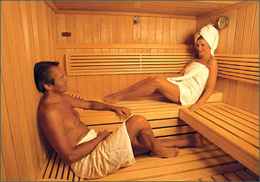 sauna-couple-relaxing